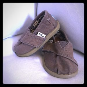 Toms size T4 grey shoes